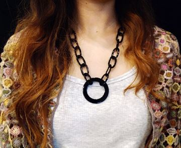 Picture of Sunglasses Necklace - Black